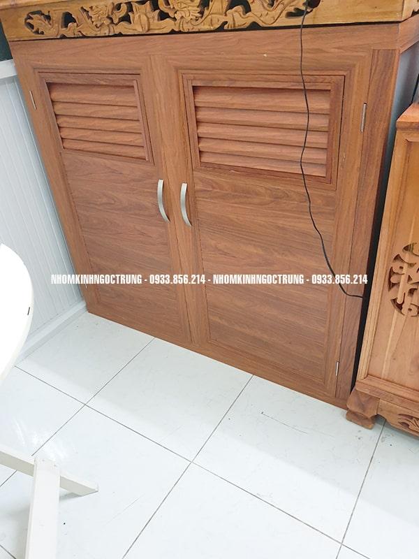 cửa bếp dưới nhôm giả gỗ