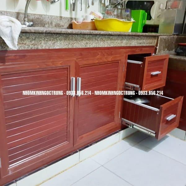 cứa bếp dưới nhôm gỗ đậm cb004