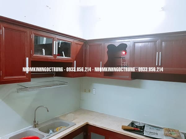 tủ bếp nhôm giả gỗ TB005
