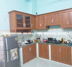 tủ bếp nhôm giả gỗ TB010